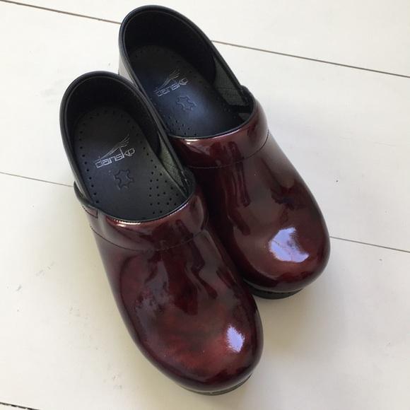d16eb5aa412 Dansko Shoes - NWOT Dansko Garnet Patent Leather Clogs